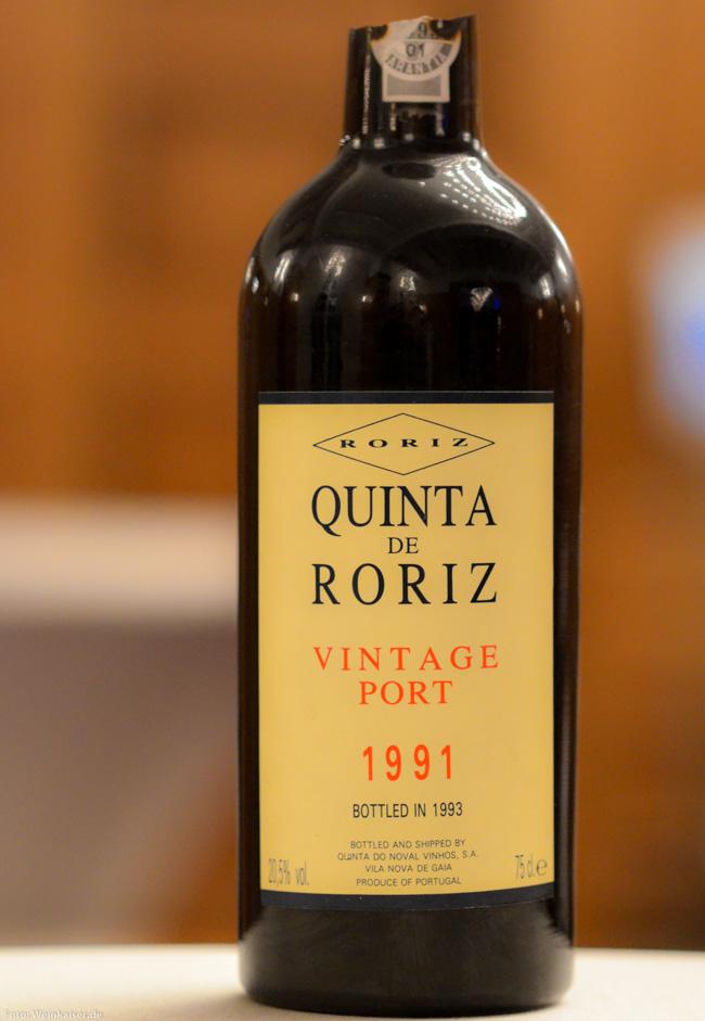 Mit der Portzange geöffneter Vintage Port