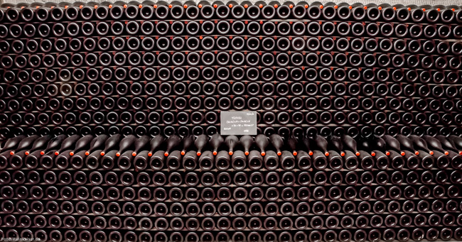 Flaschenlager im Keller von Champagne Gosset in Epernay