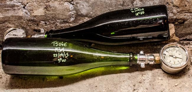 Druckmessung zur Kontrolle im Keller Champagne Gosset