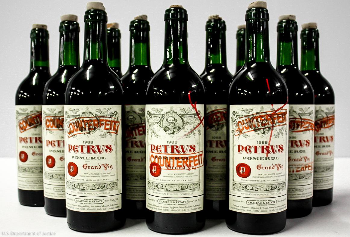 Als Fälschungen enttarnte Chateau Petrus Flaschen